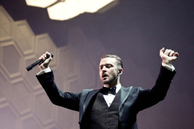 "Justin Timberlake brings ""sexy back"" to the St. Louis Scottrade Center"