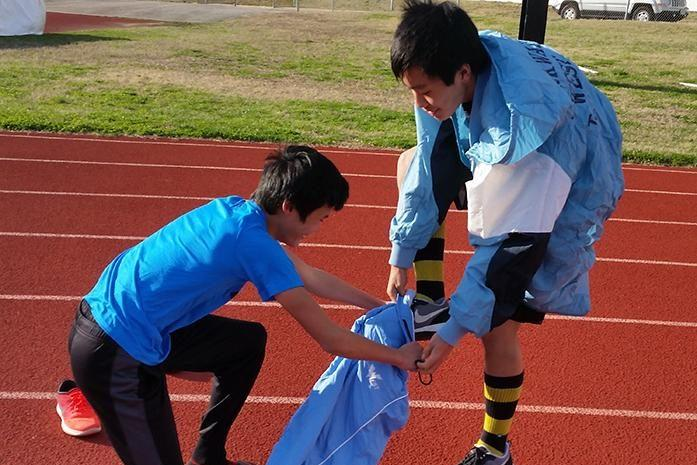 Freshmen+Daniel+Yu+and+Jon+Ma+participate+in+a+warmup+relay+on+the+third+day+of+track+practice.