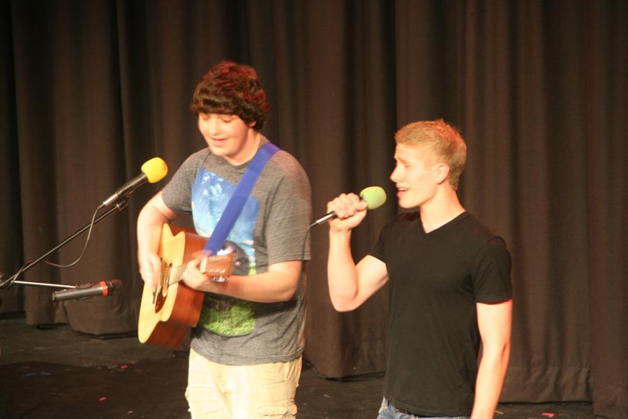 Junior+Adam+Dyer+and+Senior+Jamie+Barrett+perform+their+duet+for+singer%27s+choice.