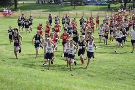 Blake Selm, Andrew Lofgren, Kyle Andersen, and Matthew Dixon run ahead together as the race begins.
