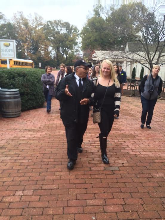 Junior Molly Sewester walks arm in arm with the bus driver of the city tour outside the mansion of George Washingotn