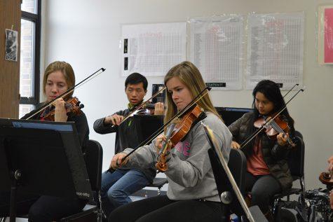 Seniors Hannah Brauer and Jordan Beveridge practice for Ed Sandheindrich's Symphonic Orchestra Ensemble.