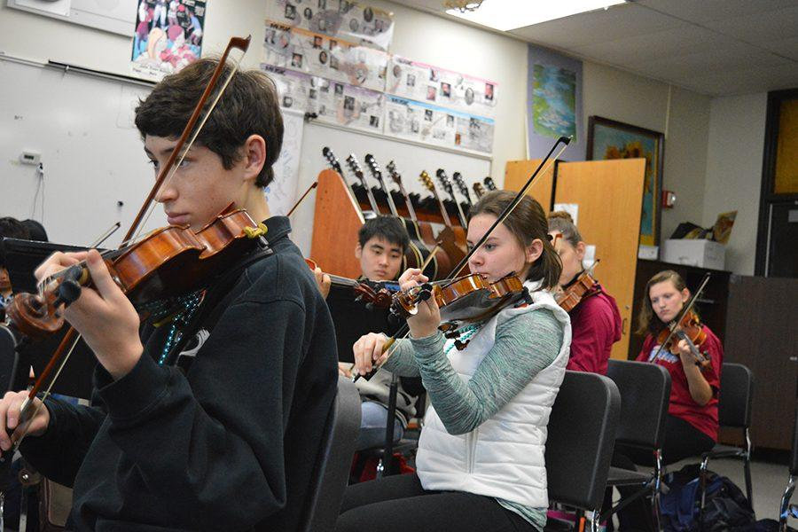 Symphonic Orchestra students rehearse during class.