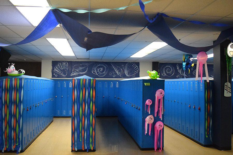 The+senior+lockerbay+is+decorated+with+long+strands+of+butcher+paper+and+streamers.+