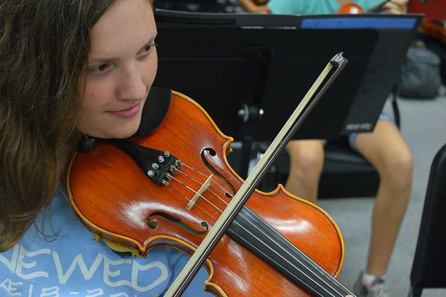 Junior Aimee Laws practices music for the cook-off during her symphonic orchestra class.