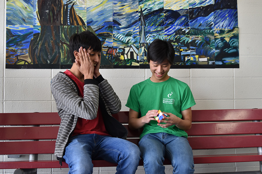 Shocked+by+the+speed+at+which+sophomore+Jason+Wan+solves+a+Rubik%E2%80%99s+cube%2C+sophomore+Neil+Tomala+watches+him+solve.
