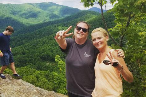 Alumna Katie Sternhagen helps teens through youth group