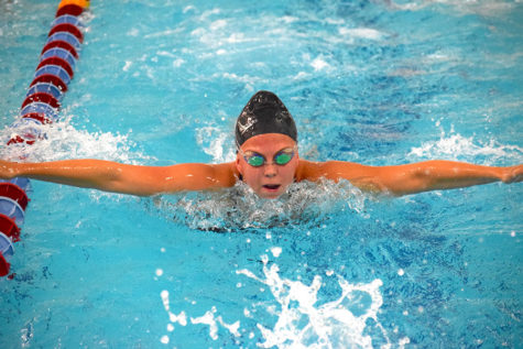 Girls swim and dive kicks off season