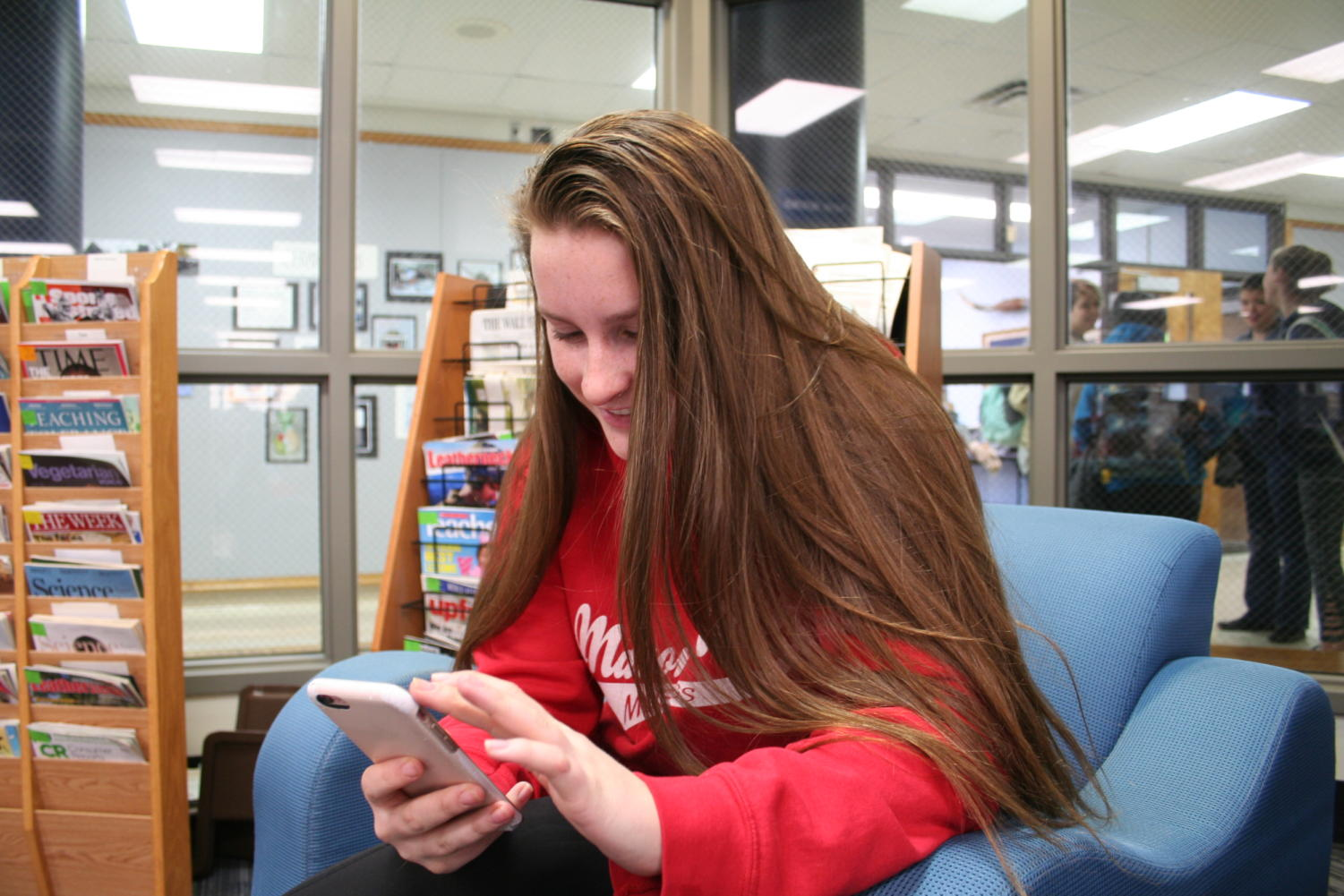 """INSTANT ENCOURAGEMENT, freshman Zoe Deyoung sends a text. As part of her New Year's resolution, Deyoung plans to encourage someone through a note or text daily. """"Everyone's got their own story,"""" Deyoung said. """"I think that everyone can use a little encouragement."""""""