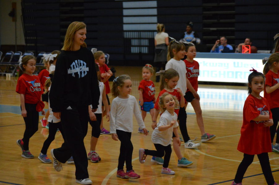 Working+alongside+students+ranging+from+preschool+to+middle+school%2C+sophomore+and+varsity+cheerleader+Teya+Everts+helps+the+younger+girls+learn+a+dance.+The+Kiddie+Camp+was+created+to+get+students+excited+and+prepared+for+high+school+cheer.+%E2%80%9CI+love+the+girls+so+much%2C+probably+because+I%E2%80%99m+still+a+kid+myself.+I+love+connecting+with+them+and+getting+them+excited+for+a+sport+that+I+love%2C%E2%80%9D+Everts+said.+