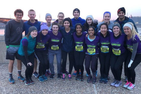 Sixteen students run in the Go! St. Louis half-marathon