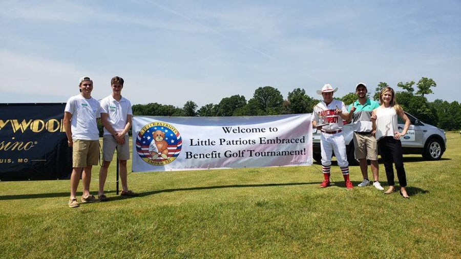Juniors+Nolan+Barbre+and+Landon+Dupont+stand+with+volunteers+at+the+Little+Patriots+Embraced+%28LPE%29+Golf+Shootout.+%E2%80%9CVolunteering+at+events+is+an+easy+way+for+members+of+the+community+to+get+involved%2C%E2%80%9D+Dupont+said.+