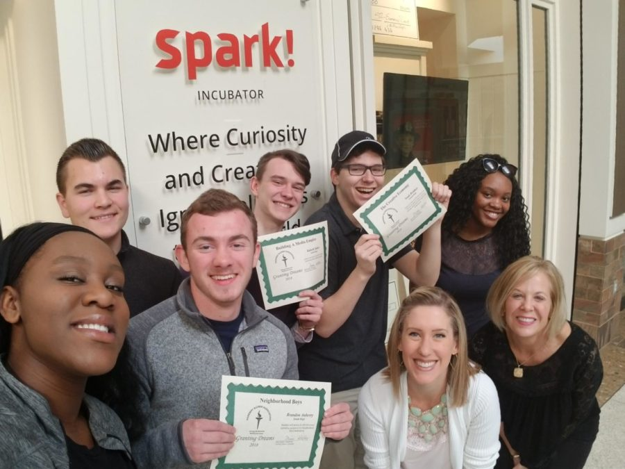 Leah+McCoy+stands+with+the+Spark%21+Students+who+won+%241%2C000+Phelps+Entrepreneurship+grants+from+the+Parkway+Alumni+Association+in+2018.+McCoy+loved+working+with+Spark%21+students+because+she+thinks+the+students+are+what+makes+the+program+special+to+her.+%E2%80%9CIt+has+been+fun+and+inspiring+to+see+how+they+evolve+through+the+year+each+year.+I%27ve+been+so+impressed+with+the+way+the+students+put+themselves+out+there+to+network+and+build+connections+with+mentors+and+others+who+can+help+them+in+the+business+community%2C%E2%80%9D+McCoy+said.