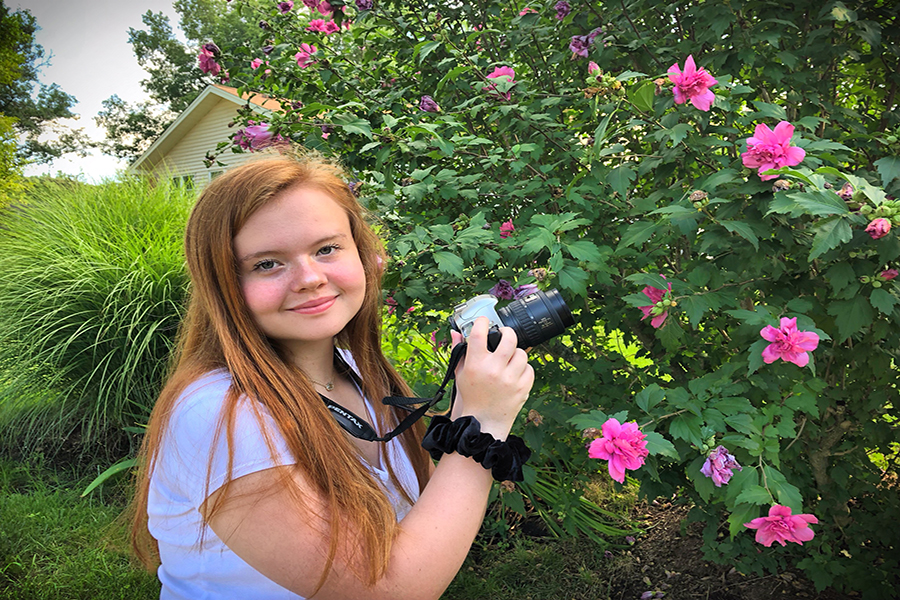 Capturing+nature+pictures+in+between+shoots%2C+sophomore+Sammy+Hildebrand+enjoys+running+SLH+Photos+%28%40slhphotos_%29%2C+her+own+photography+business.+Hildebrand+believes+experimenting+with+photography+has+helped+her+improve+the+quality+of+and+combine+two+things+she+loves%3A+business+and+photography.+%E2%80%9CI%E2%80%99m+working+toward+growing+my+photography+business+and+working+within+the+marketing+field%2C%E2%80%9D+Hildebrand+said.+%E2%80%9C%5BI+enjoy%5D+that+I+get+to+be+able+to+have+creative+freedom+%5Bbecause%5D+I%E2%80%99m+self-employed.+Developing+my+own+sense+of+style+within+my+art+is+crucial+keep+pushing+ahead+%5Band%5D+to+not+be+stuck+using+someone+else%E2%80%99s+ideas.%E2%80%9D
