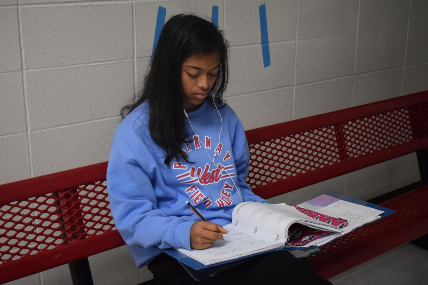 Sophomore Trisha Manna works on her notes for AP Computer Science.