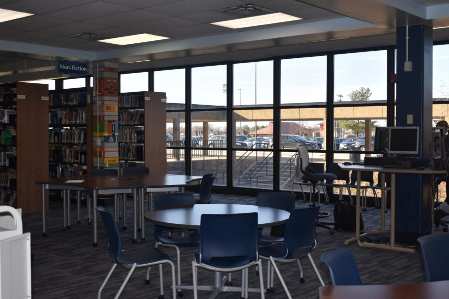 Some+students+utilize+the+library+as+a+place+to+organize+their+study+materials.+The+library+is+open+to+all+students+and+offers+computers%2C+textbooks%2C+whiteboards+and+a+place+to+sit.+%22I+make+timelines+with+colorful+markers+on+a+whiteboard+in+the+library+to+prepare+for+history+finals%2C%22+junior+Zoey+Womick+said.+
