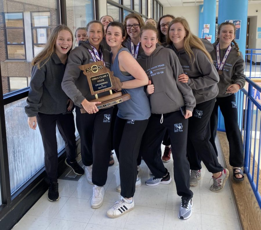 The+girls+swim+and+dive+team+parades+around+school+after+returning+home+with+the+school%E2%80%99s+thirteenth+state+title.+%E2%80%9CThere+is+not+just+one+person+who+won+state+for+us+like+scoring+all+the+points%2C%E2%80%9D+senior+Claire+Lynn+said.+%E2%80%9CEach+person+had+to+do+well+in+every+single+event+to+get+enough+points+in+order+to+win+state%2C+so+we+each+just+had+to+support+each+other+and+cheer+for+each+event+because+we+each+are+equally+important.+We+went+out+there+and+did+our+best.%E2%80%9D