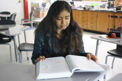 Junior Megan Roberts helps animals during school