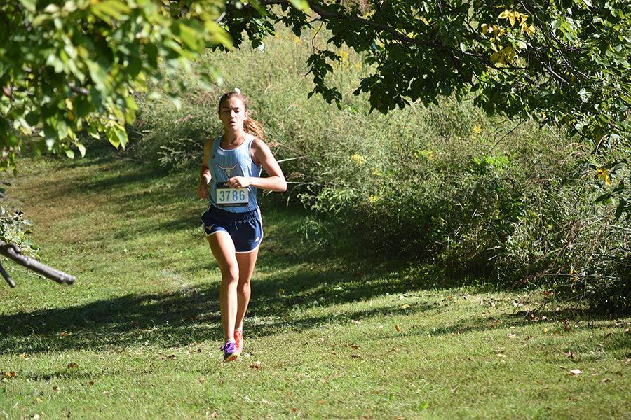Senior Chloe Hershenow commits to run DI cross country